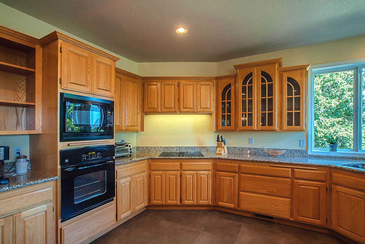 Oak Kitchen In Corvallis Oregon Before Remodeling By Creative Concepts